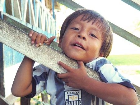 Junge im Amazonas, Peru - Über Uns | QUERIDO MUNDO
