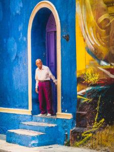 Reisefotografie Urlaubsfotos Tipps | Cartagena - Mann im Eingang