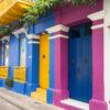 Gruppenreisen für Alleinreisende & Erlebnisreisen | Kolumbien Ablauf Bunte Straße in Cartagena