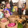 Gruppenreisen für Alleinreisende & Erlebnisreisen I Kolumbien Ablauf Einheimische in Silvia auf dem Markt