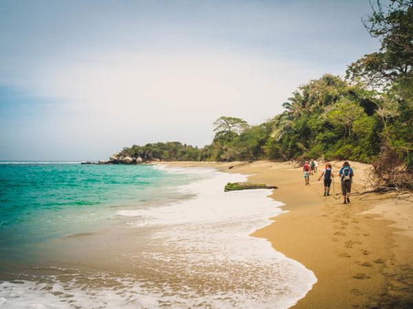 Gruppenreisen für Alleinreisende & Erlebnisreisen I Kolumbien Ablauf Wanderung an der Karibikküste im Tayrona Park