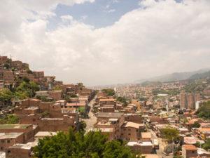 Gruppenreisen für Alleinreisende & Erlebnisreisen I Kolumbien Ablauf Tag 9 Ausblick über die Stadt Medellin