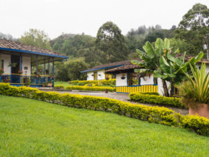 Gruppenreisen für Alleinreisende & Erlebnisreisen I Kolumbien Ablauf Tag 6 idyllische Querido Unterkunft in Salento