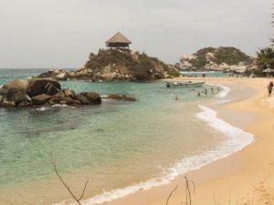 Gruppenreisen für Alleinreisende & Erlebnisreisen I Kolumbien Ablauf Tag 13 Wanderung durch den Tayrona Park am Meer entlang