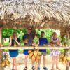 Querido Gruppe hat Spaß an der Fruchttheke am Strand Playa Ancón auf Kuba - Gruppenreisen für Alleinreisende & Erlebnisreisen | QUERIDO MUNDO