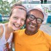 Freundschaft zwischen einem einheimischen Kubaner und einer Deutschen in Santiago de Cuba auf Kuba - Gruppenreisen für Alleinreisende & Erlebnisreisen | QUERIDO MUNDO