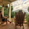 Naturlandschaft aus dem Schaukelstuhl heraus genießen in Viñales auf Kuba - Gruppenreisen für Alleinreisende & Erlebnisreisen | QUERIDO MUNDO