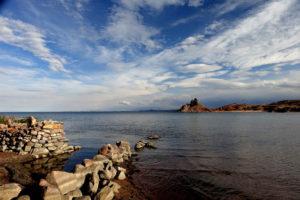 Gruppenreisen für Alleinreisende I Anden traumhafter Ausblick von der Insel Taquile auf den Titicacasee