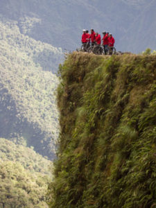Gruppenreisen für Alleinreisende I Anden Mountainbiken auf der Todesstraße in der Nähe von La Paz
