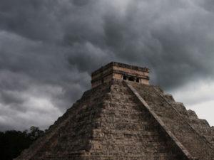 Gruppenreisen für Alleinreisende I Warum Du nach Mexiko reisen solltest Chicen Itza im Sturm