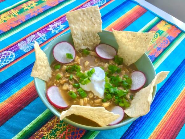 Beitragsbild: Mexikanische Pozole - Original Rezept mit Huhn | QUERIDO MUNDO