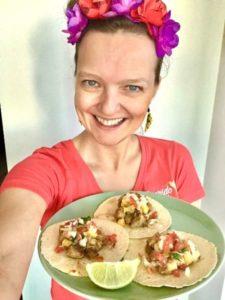 Joanna Krupa mit Tacos al Pastor - Travel Dinner: Zusammen kochen während des Live Cookings | QUERIDO MUNDO - Gruppenreisen nach Lateinamerika