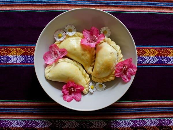 Beitragsbild: Empanadas de Pino Rezept aus Chile - mit Hackfleisch-Füllung | QUERIDO MUNDO
